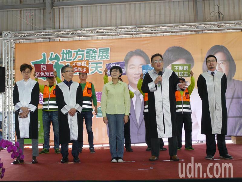 高市立委參選人林岱樺成立鳥松競選總部,也同時成立「反賄打假律師後援會」,四位律師出席。記者徐白櫻/攝影