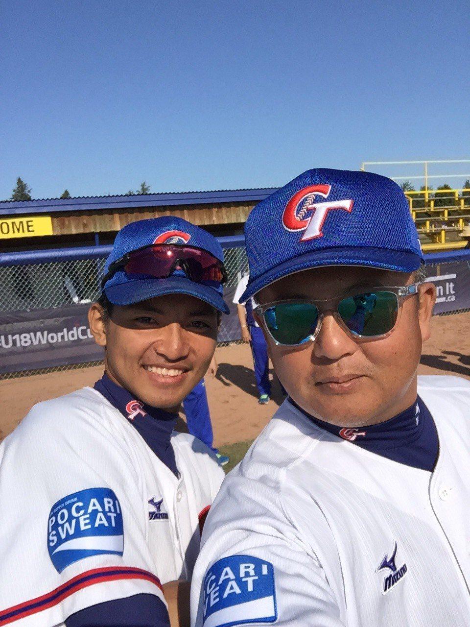 師徒檔王傳家(右)與劉致榮是U18的中華隊成員。圖/王傳家提供