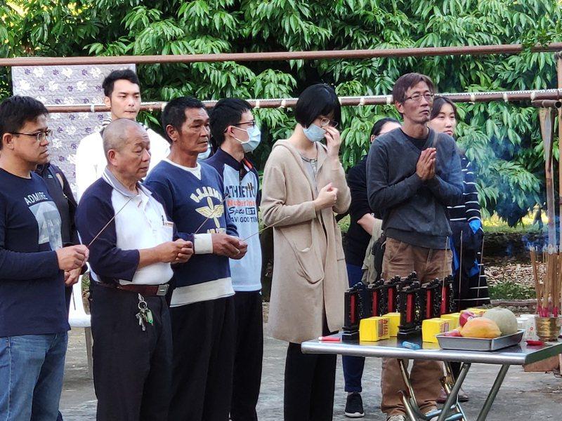 台南玉井縱火案釀7死,死者家屬下午進行招魂。記者謝進盛/攝影