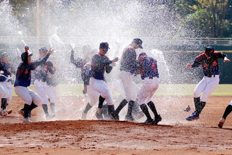 平鎮高中在鋁棒聯賽奪冠。圖/學生棒聯提供