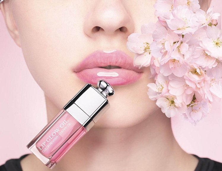DIOR迪奧癮誘粉漾美唇油將在2020年1月推出。圖/摘自chicprofile...