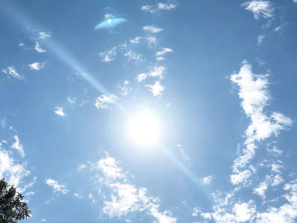 丁春誠在臉書po出晴空萬里的天氣,思念高以翔。圖/摘自臉書