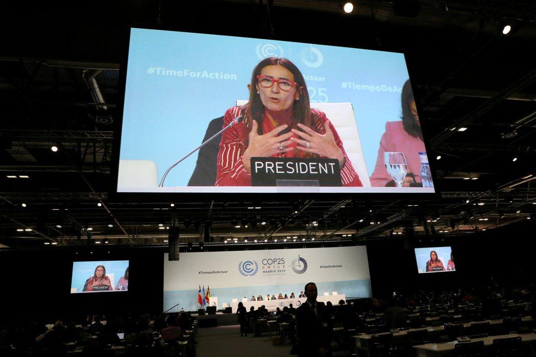 聯合國氣候變遷綱要公約第25次締約國會議主席舒密特15日在馬德里的會場發表談話。...
