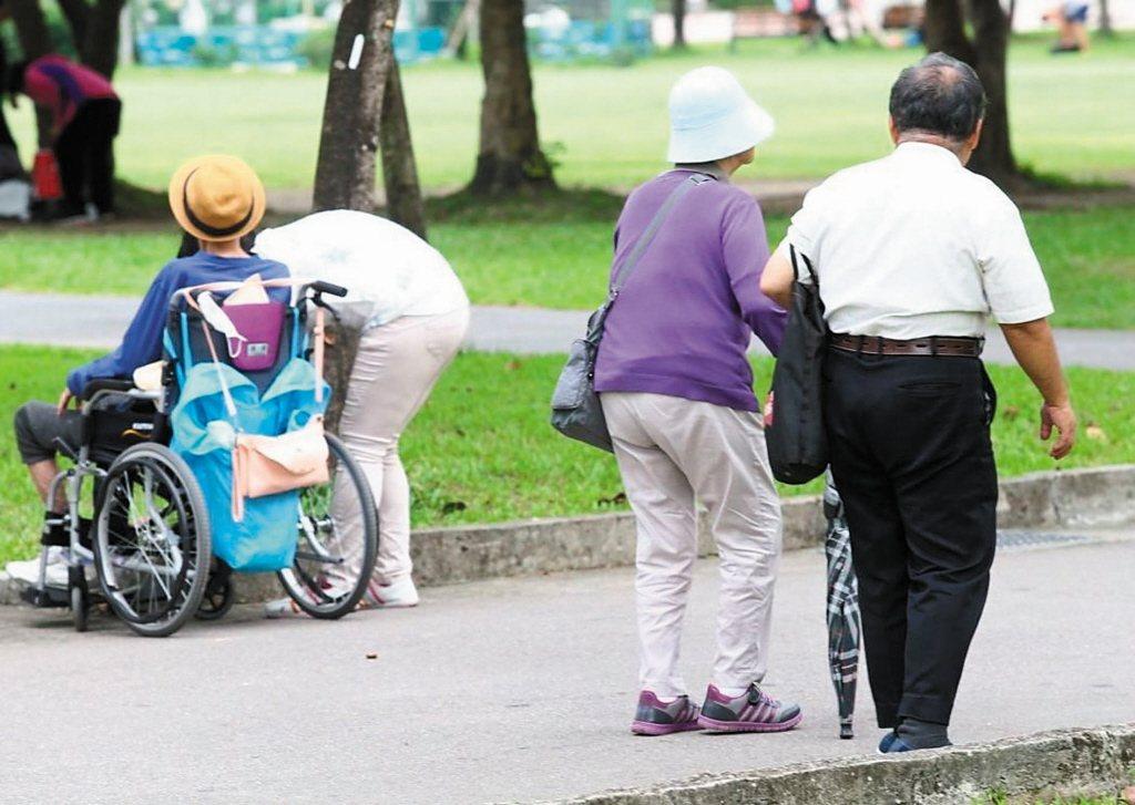 法國巴黎保險調查發現,台灣受訪者對「長期照護保險」興趣十足。 圖/聯合報系資...
