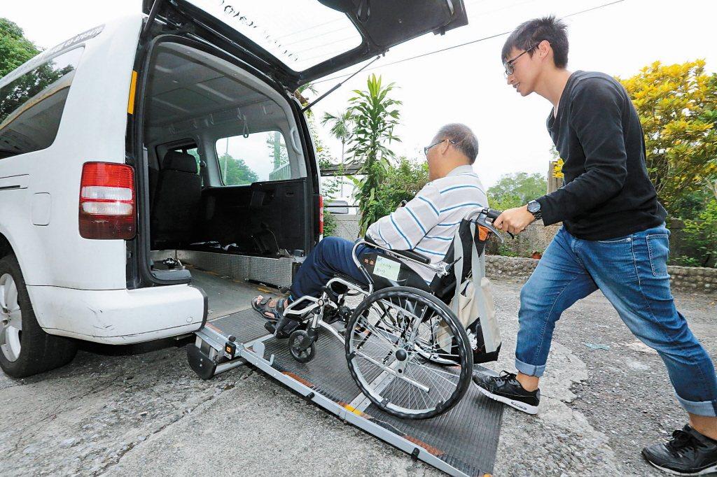 隨著台灣人不婚不生,把自己照顧好成為保障型保險商品的主軸,如醫療險、年金險。 圖...