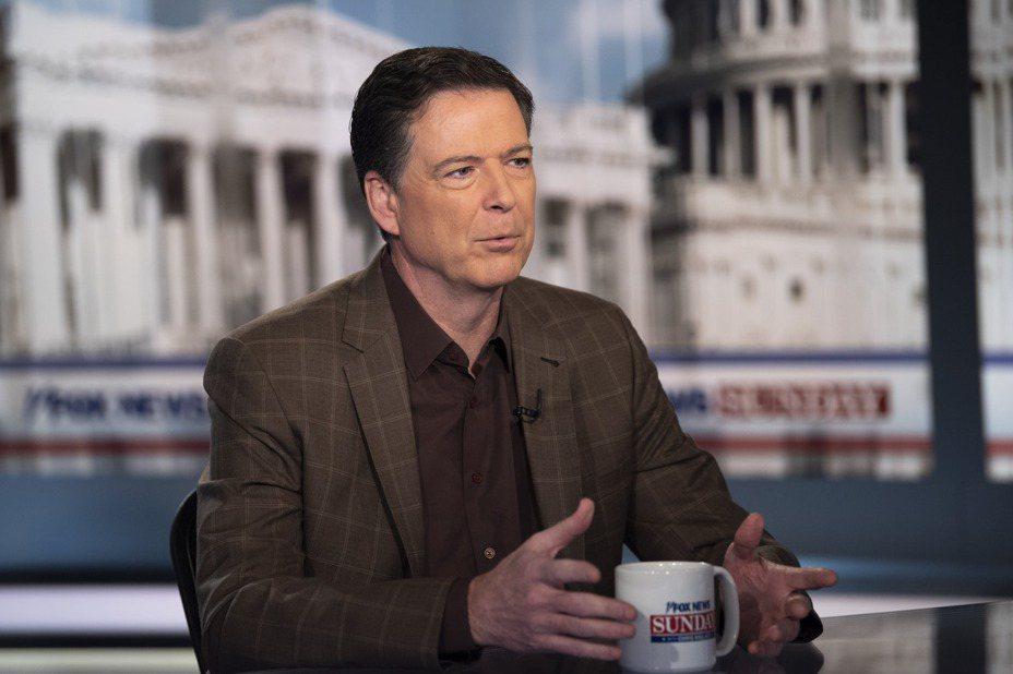 前FBI局長柯米15日受訪時承認他有錯,對通俄門案的調查過於自信,同時辦案多有失誤。 美聯社