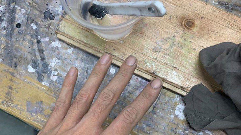 油漆工爸爸怕女兒沒面子,狂用強溶劑洗手30分鐘。圖片來源/臉書