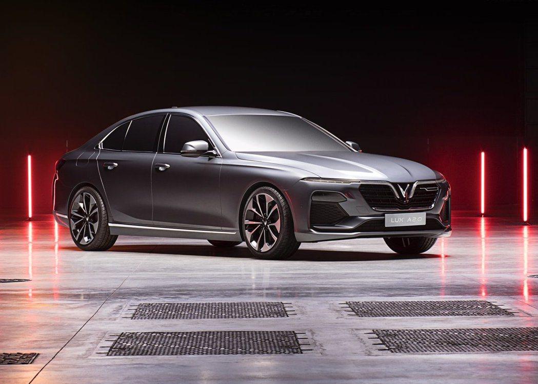 LUX A2.0 Sedan以是BMW F10世代的5系列為基礎所打造。 圖/V...