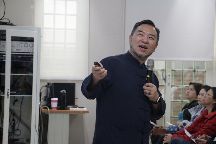 天主教失智老人基金會社工主任陳俊佑主表示,台灣的失智症人口推估超過28萬人,未來...