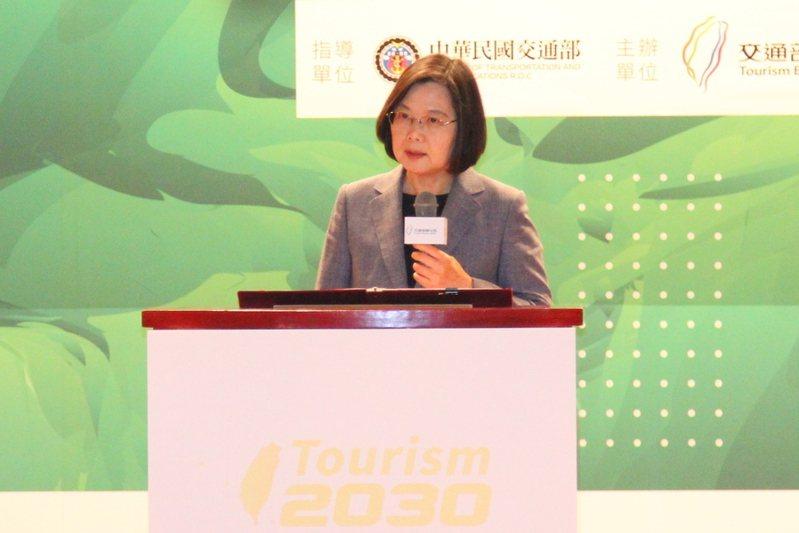 總統蔡英文提出,觀光產業將產生兆元以上的產值,希望觀光成為整體經濟發展的火車頭。(photo by 祝潤霖/台灣醒報)