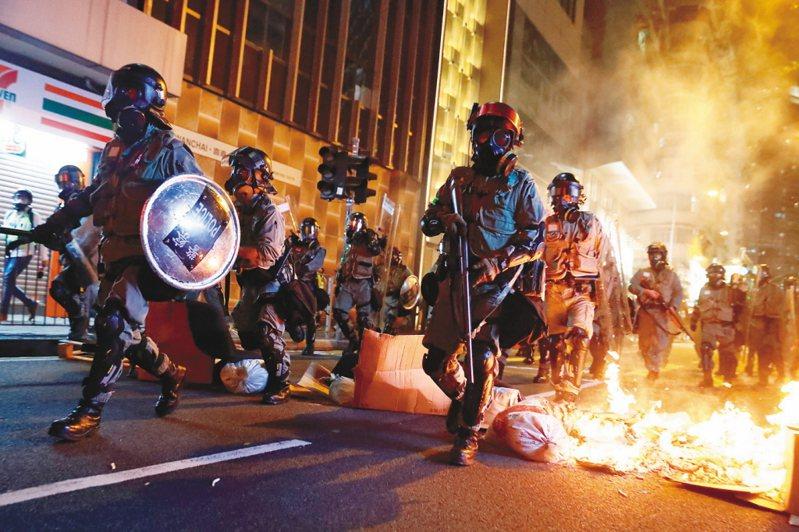 親中港媒預警,周日街頭抗爭再起,是為下周平安夜發起更大規模的抗爭行動作「熱身」。本報資料照片