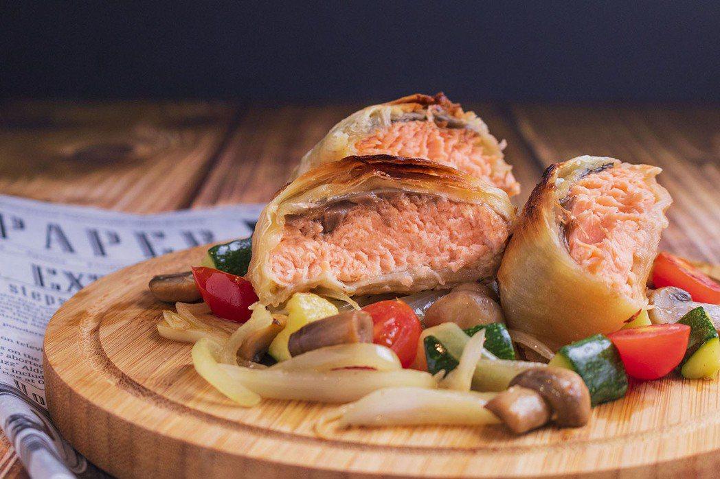 「美威精選鮭魚排-香蒜味噌」進階版料理-酥皮蒜香味噌鮭魚。 圖/美威鮭魚提供