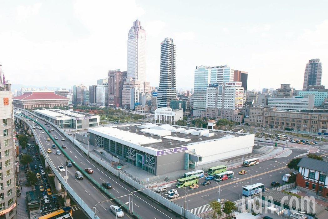 台北車站雙子星大樓聯合開發案,市府預計明天(17日)與台北雙星公司正式簽約。圖/...