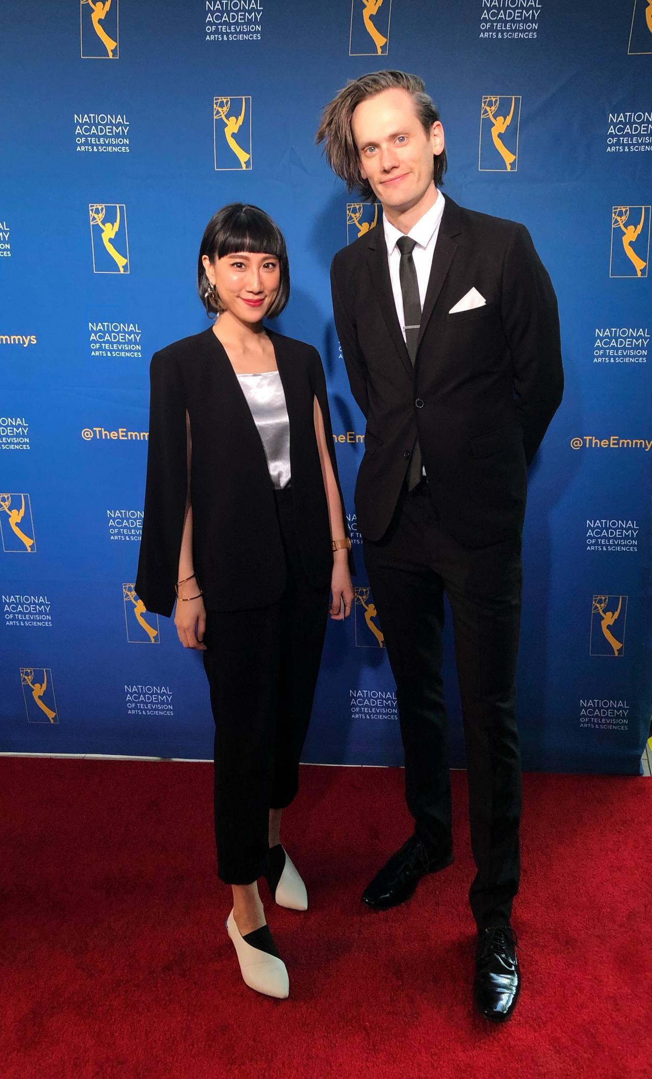 石艾玄(左)與同事代表CNN出席艾美獎頒獎典禮。圖/石艾玄提供