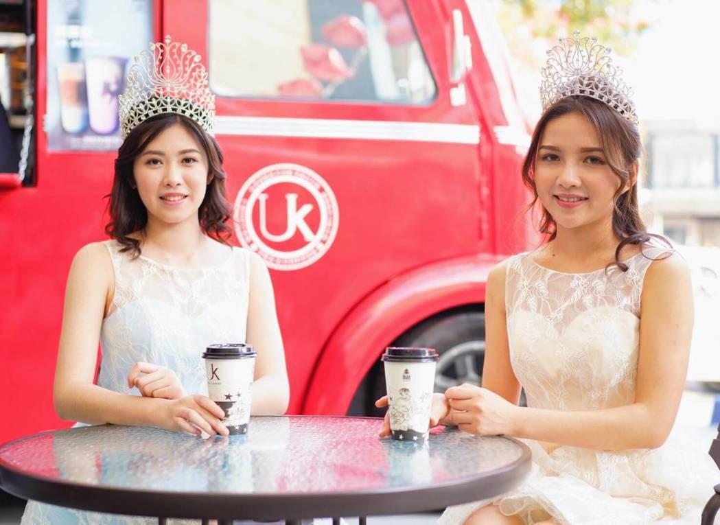 柯純心(左)與劉宜欣(右)擔任咖啡餐車一日店長,成為城市最美的風景。圖/UK  ...