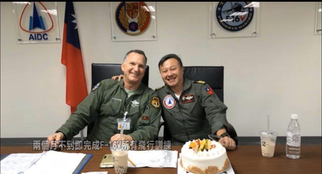 漢翔公司今首度公布F-16A/B戰機構改生產線,從工班運作到各部件組合測試,由洛...