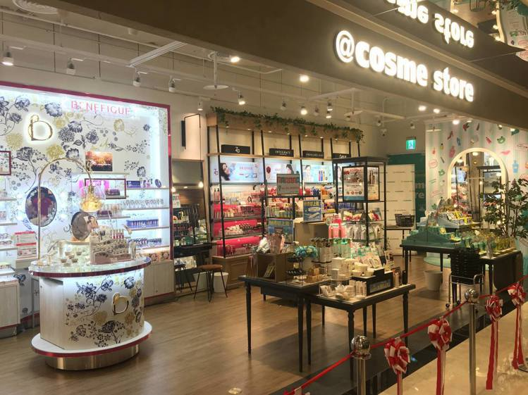 @cosme Store在台灣第二間店,開在微風信義。圖/摘自@cosme St...