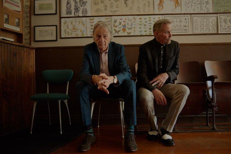 (左起)傳奇時尚設計師Paul Smith攜手傳奇刺青師Mark Mahoney...