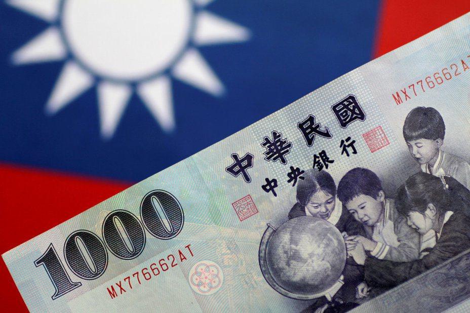 新加坡華僑銀行表示,台灣總體展望比南韓與新加坡更具韌性,預期台幣明年初表現可能優於韓元。路透