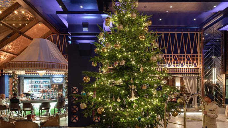 西班牙度假勝地馬貝拉的巴伊亞凱賓斯基飯店,在日前推出價值1190萬英鎊(約4.9億新台幣)的耶誕樹,贏得金氏世界紀錄「全球最貴」耶誕樹頭銜。圖/巴伊亞凱賓斯基飯店