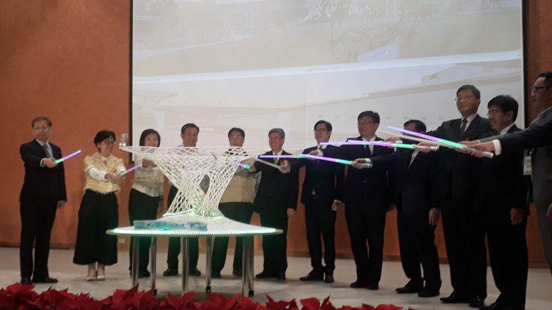 台南沙崙智慧綠能科學城,傍晚 由副總統陳建仁(左六)主持啟用。記者周宗禎/攝影