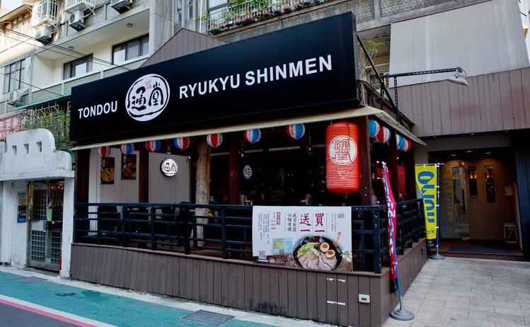 通堂拉麵捲土重來,這次加入居酒屋元素在其中,讓台北饕客不只吃得到拉麵,也能感受到...