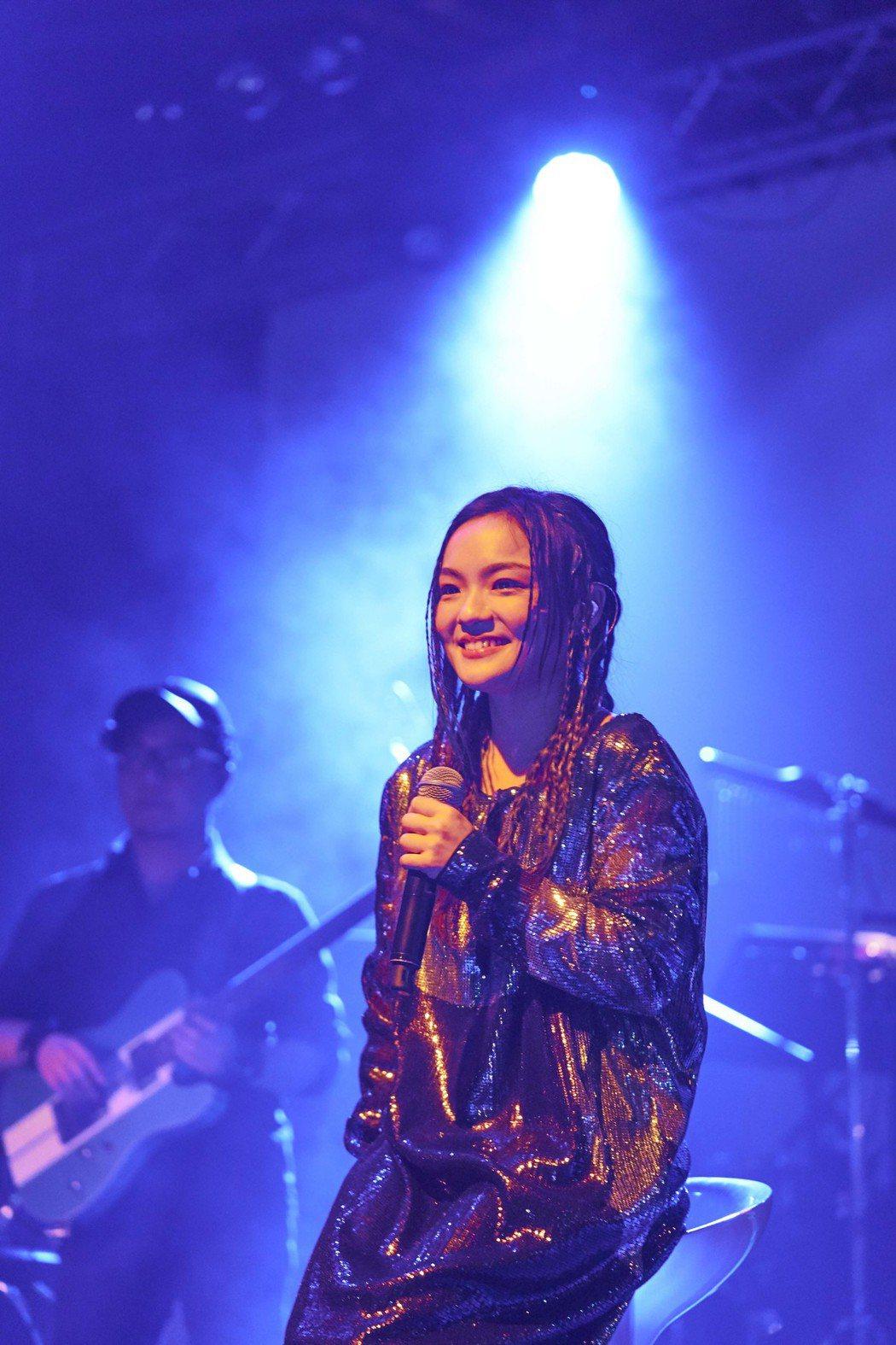 徐佳瑩在台上深情獻唱。圖/亞神提供