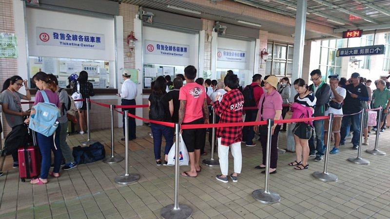 台東一到連續假日,火車票總是一票難求。記者羅紹平/攝影