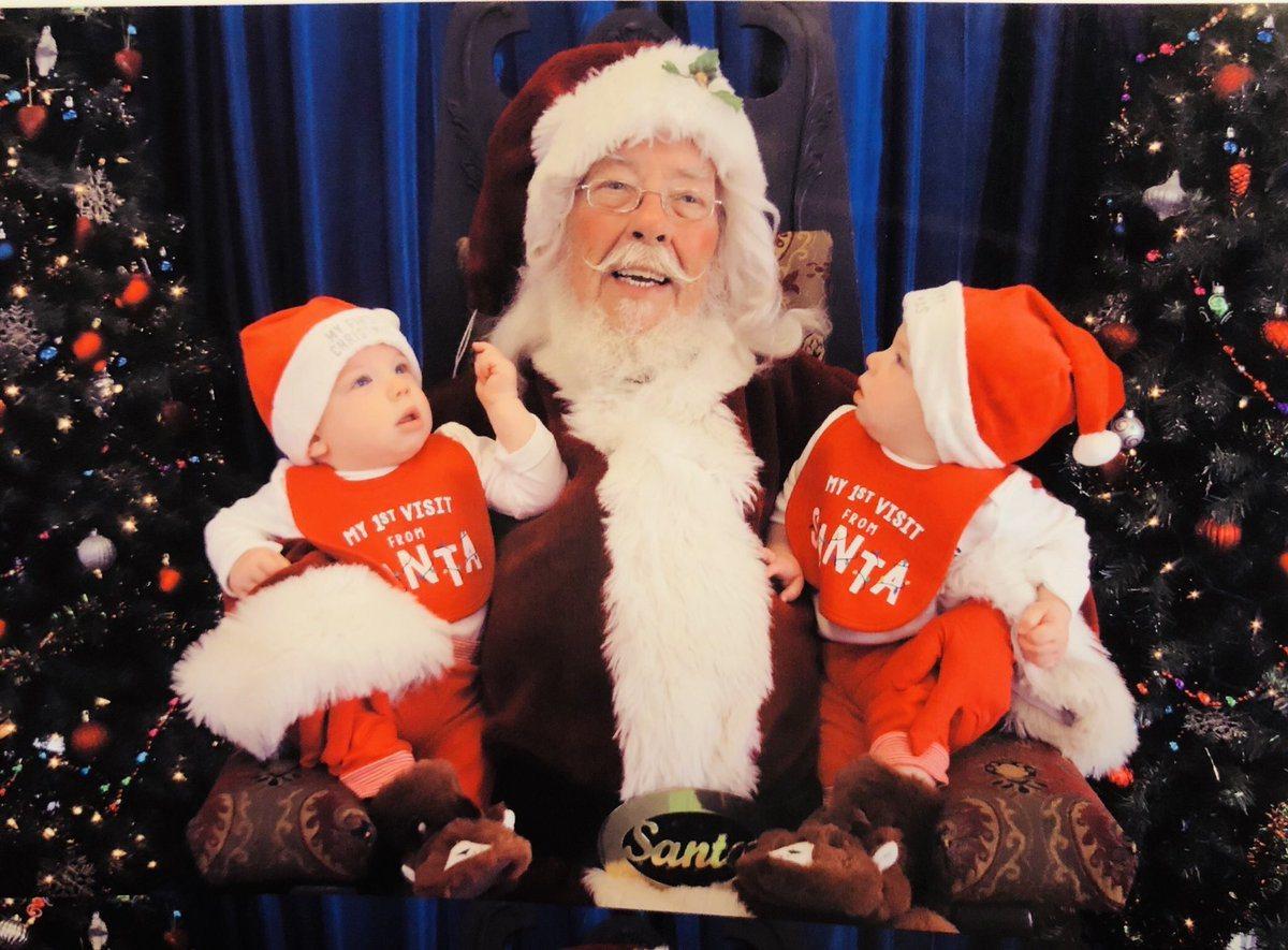 每年耶誕季節,全美各地購物中心經常可見耶誕老人。不過看似輕鬆的工作,卻有著不足為...