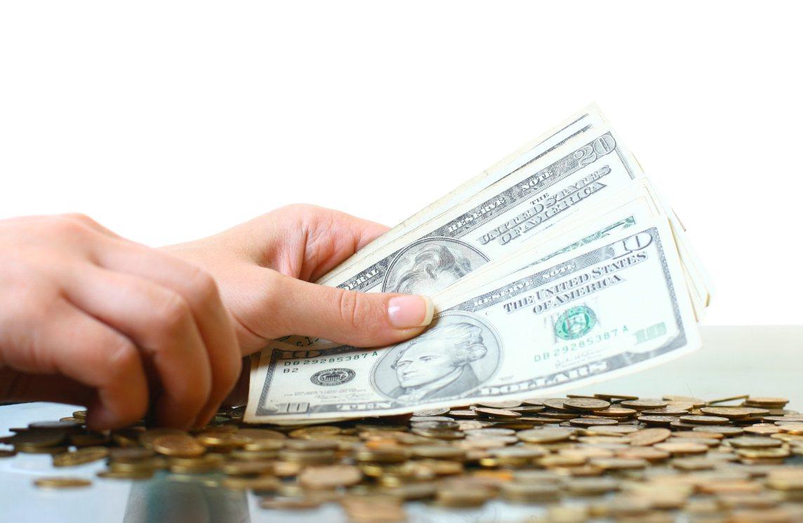 金管會欲抑制國人愛買儲蓄險的習慣,讓保單回歸保障本質,也鼓勵保險公司多賣保障型及...