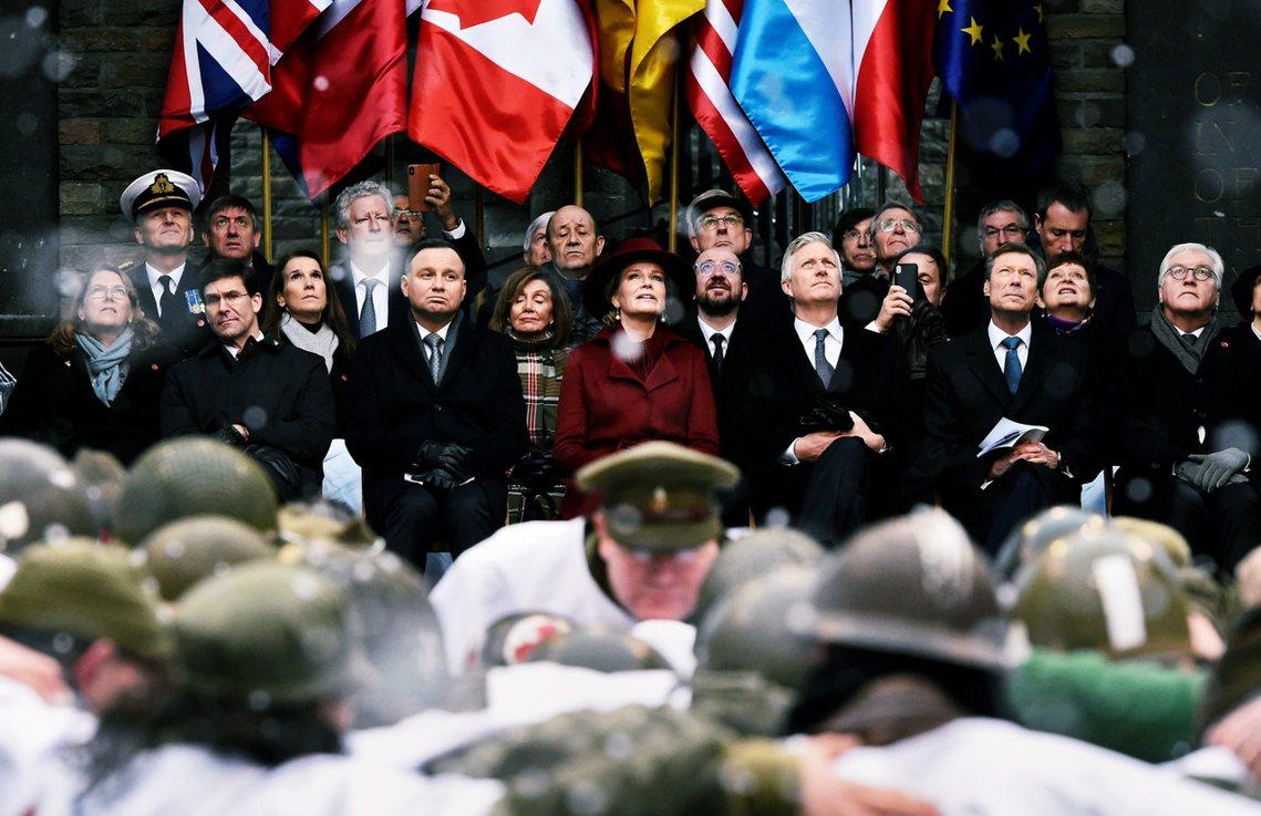 在16日的正式紀念典禮上,昔日盟軍代表——比利時國王飛利浦與瑪蒂爾德皇后、波蘭總...