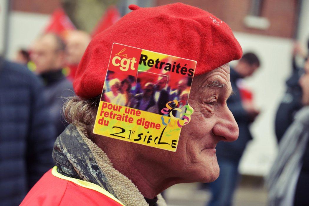 「為了一個值得21世紀的退休方案!」和許多已開發國家一樣,法國也面臨人口老化的問...