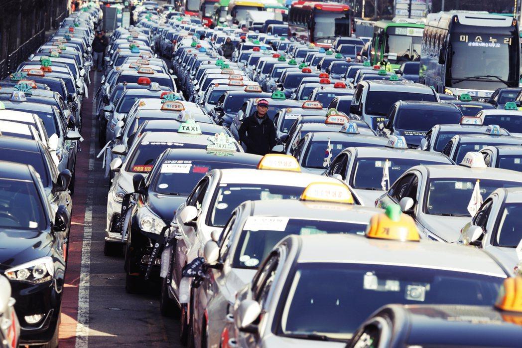 由於首爾市內仍存在司機「拒載」或服務態度不佳等情形,先前也發生過計程車司機性騷擾...