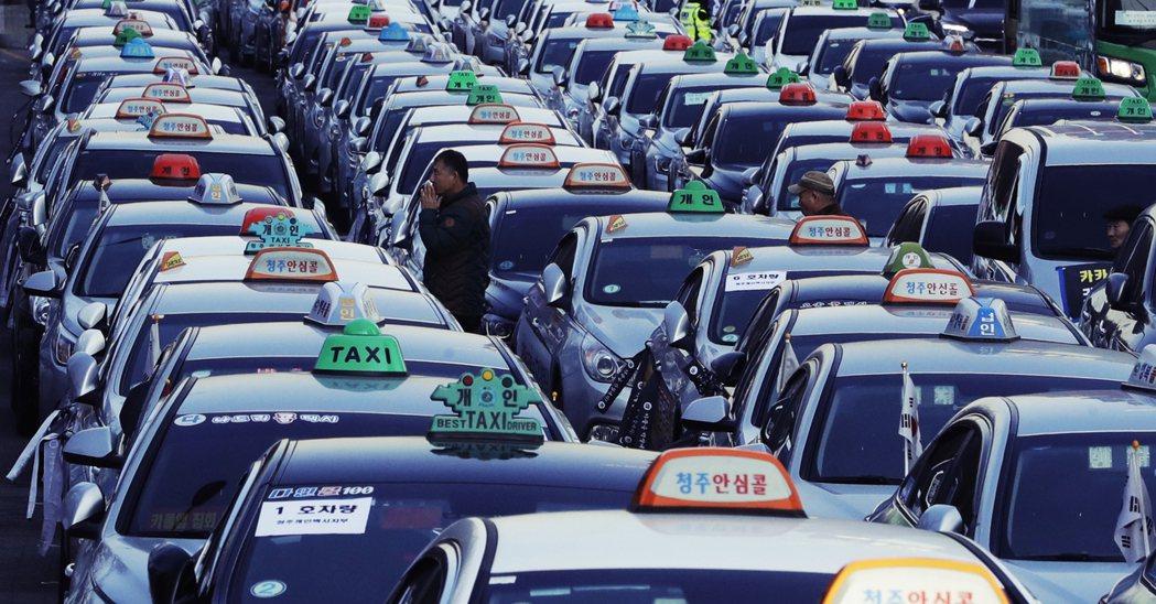 但TADA的高人氣,也引發傳統計程車業不滿,抗議TADA以「旁門左道」方式侵略運...