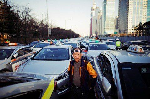 傳統計程車司機也疾呼,TADA的爭議若不早日釐清與解決,司機們只能坐等生計收入受...