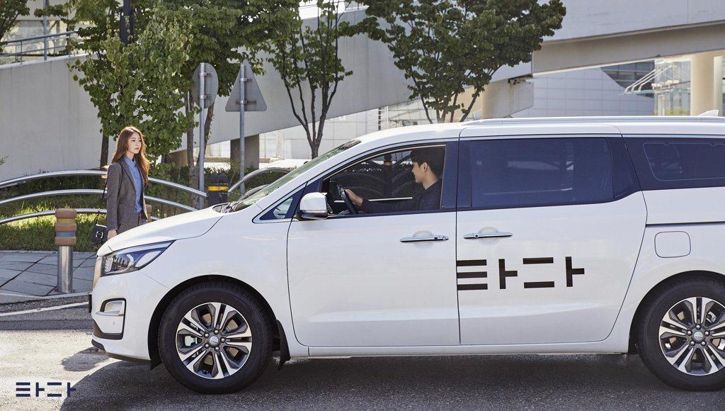 南韓新創共乘服務「TADA」(타다)從2018下半年崛起,但在傳統計程車業激烈反...