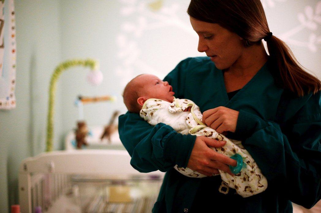 2017年奧克拉荷馬州境內,有高達4.2%的新生兒因為其母親服用鴉片類止痛藥過度...
