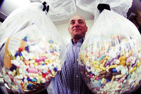 奧克拉荷馬州目前已有超過2,100多個因服用醫師處方用鴉片類止痛藥,導致死亡的案...