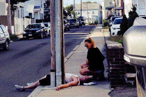 濫用藥物成癮甚至死亡,是美國近年已經不得不正視的「公害危機」。圖為美國波士頓的鴉...