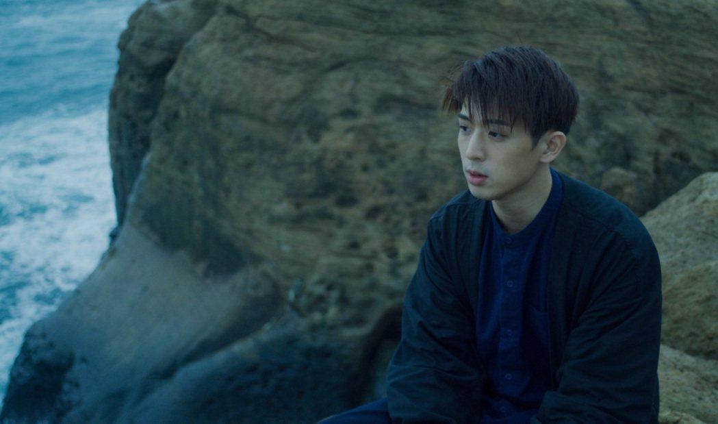 林亭翰自費10萬拍攝新歌「鯨落」。圖/青田音樂提供