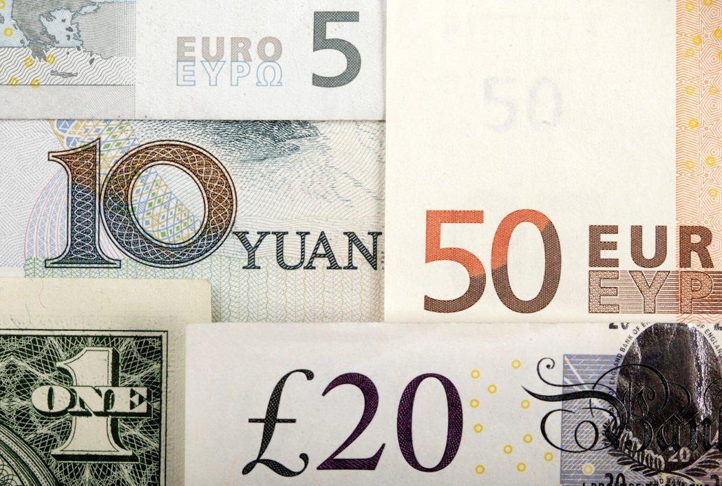 當今各國央行發行的紙鈔數量比以往更多,然而,這些紙鈔不少卻似乎從地球表面消失。 ...