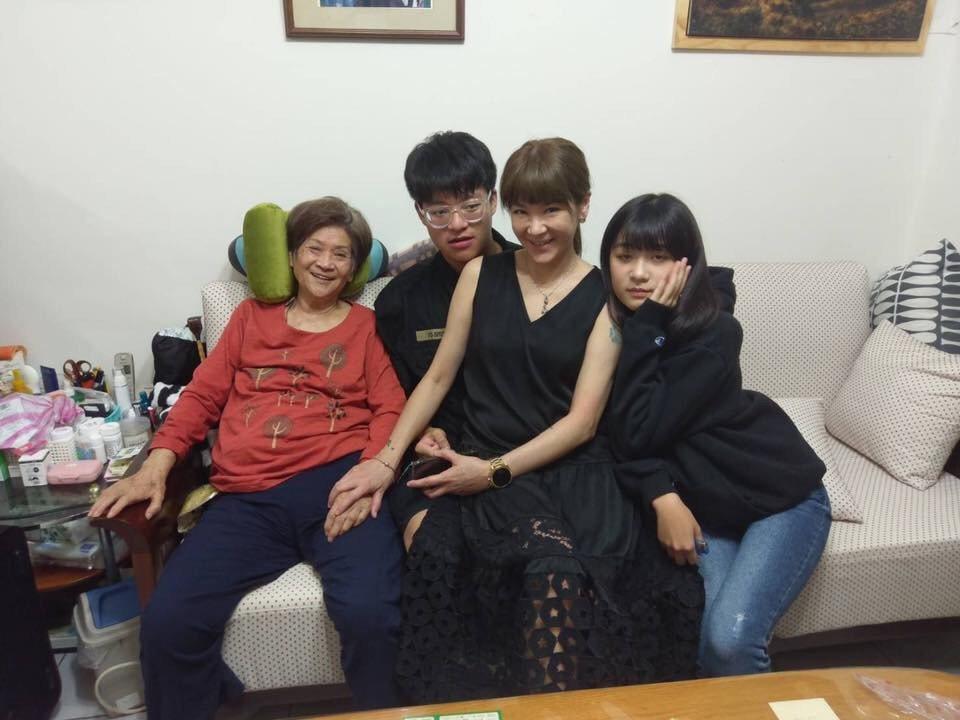 陸媽媽今年開了兩次大刀,陸元琪和兒子袁義、女兒袁融都在身邊陪伴。圖/陸元琪提供