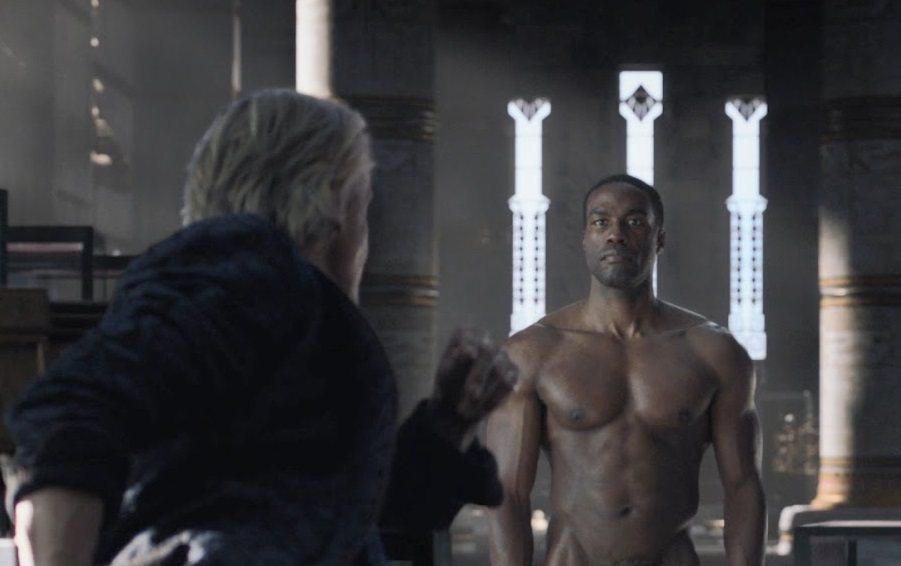 葉海亞阿巴杜馬汀二世在HBO「守護者」影集正面全裸,引起討論。圖/摘自HBO