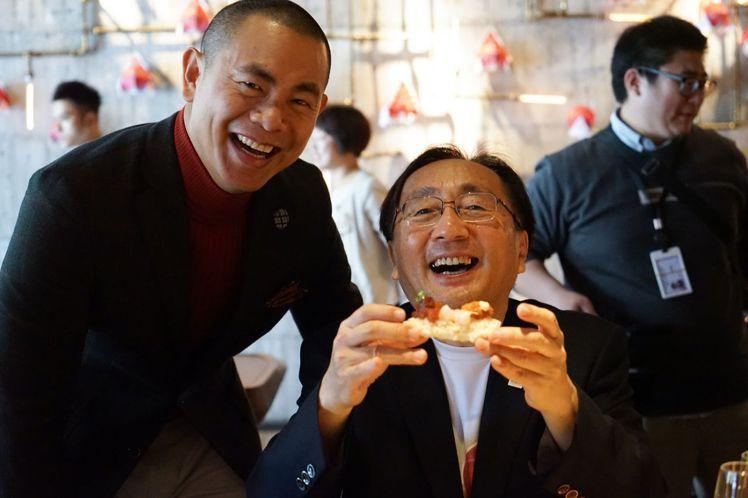 江振誠(圖左)與青森代表歡談旅行青森的「食」驚艷。圖/LIZ提供