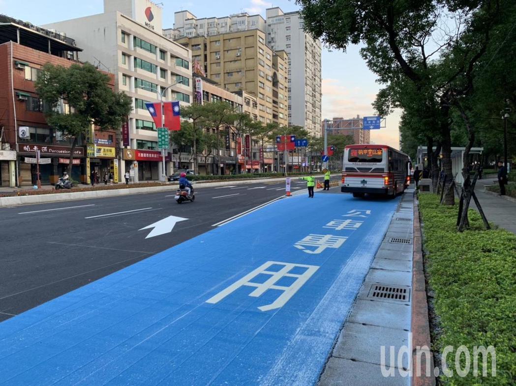 新北市板橋區文化路(民權路─新站路)公車專用道已於去年12月中正式啟用。記者張曼...