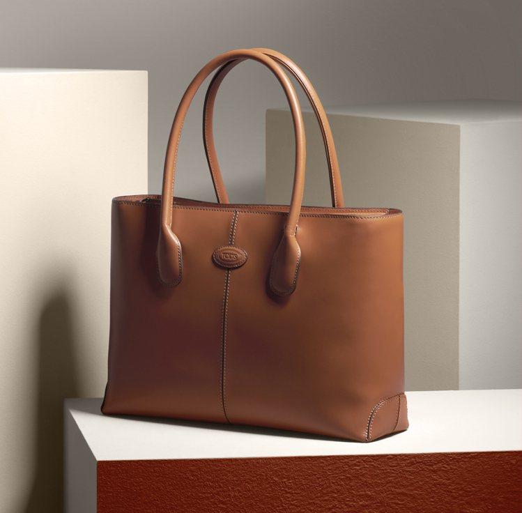 以黛安娜王妃命名的TOD'S D Bag,也復刻了她當年最愛的原皮色托特包。圖/...