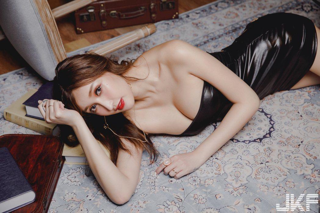 哈霓萱擔任JKF封面女郎。圖/JKF提供