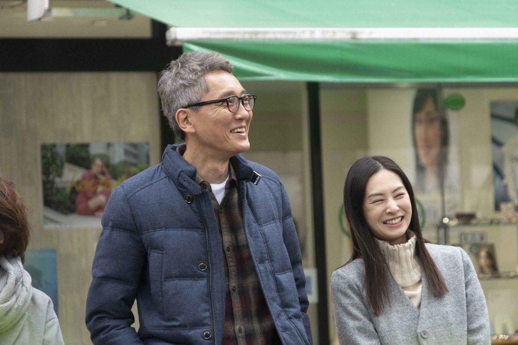 松重豐、北川景子在「添好孕」中飾演一對年紀差距極大的夫妻。圖/天馬行空提供