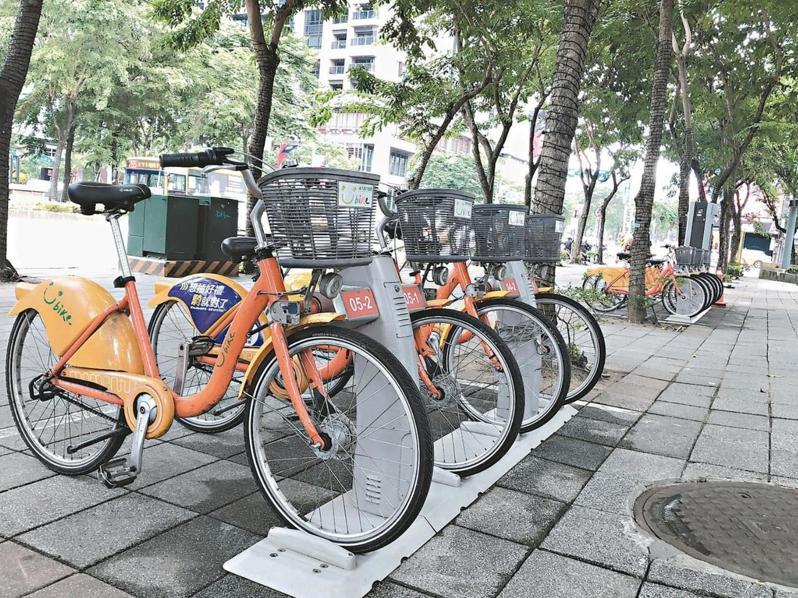 台北市將試推YouBike2.0版,不過新北暫時不跟進,明年將試辦電子圍欄式租借單車,並透過手機管理。 圖/聯合報系資料照片