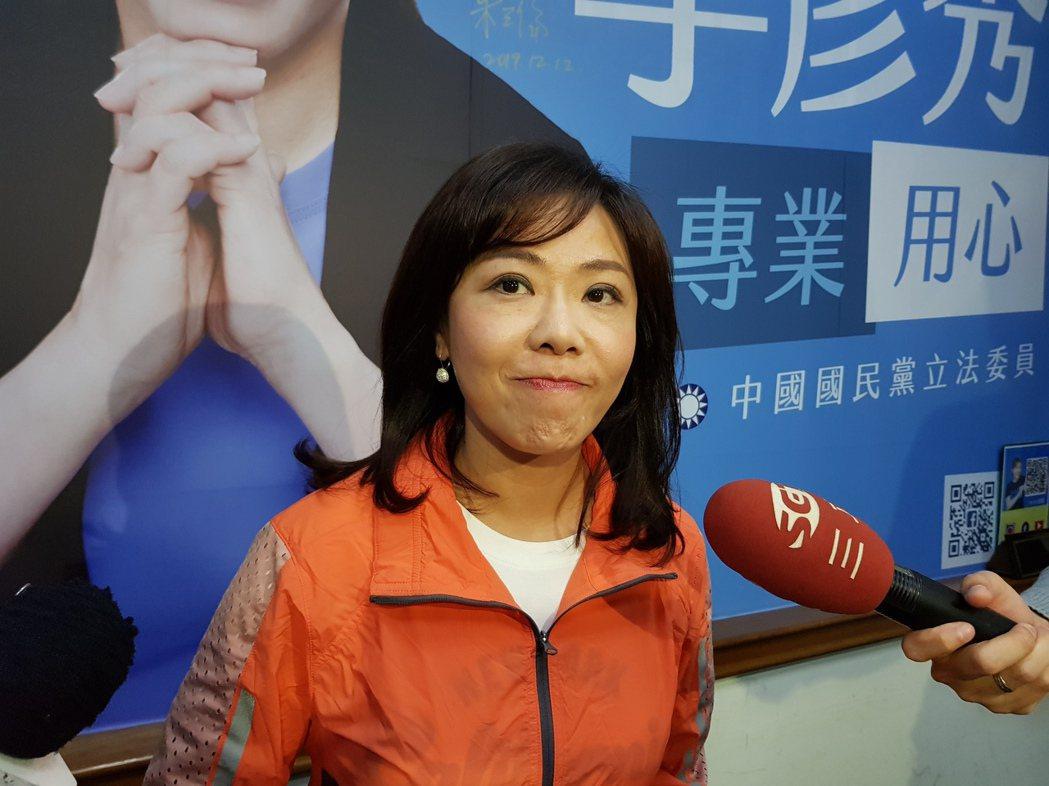 高嘉瑜拜訪郭台銘請益,李彥秀認為是「計算選票到處飄移」。記者翁浩然/攝影